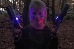 Lasergamer in het donker